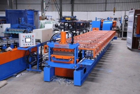 0.4-0.7mm Standing Seaming Roof Panel Roll Forming Machine With Cr12 Steel Cutter supplier